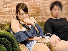【素人熟女とAV鑑賞】ごく普通の素人奥様たちが初対面の男性と一緒にAVを鑑賞♪徐々に映像は過激になりアエギ声MAX…理性で抑えようとしても隣でピクピク震える勃起チンコを目の前にした欲求不満人妻の反応は…